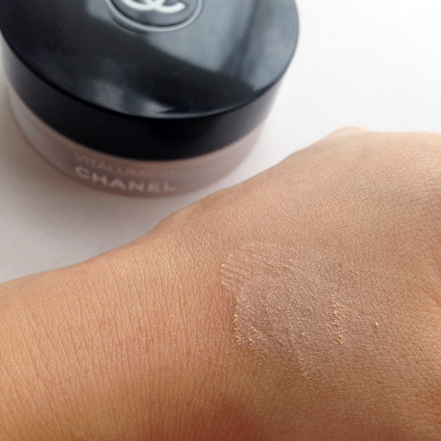 Chanel Vitalumiere Loose Powder swatch