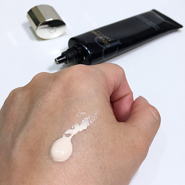 Cle de Peau Correcting Cream Veil swatch