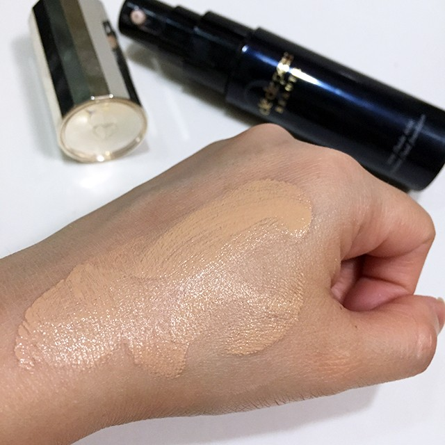 Cle de Peau Radiant Fluid Foundation blended swatch