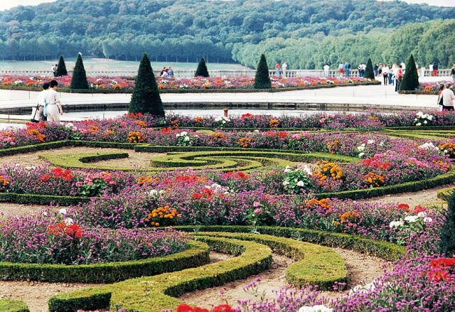 Gardens-of-Versailles_Colourful-location_5031