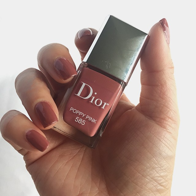 Dior Vernis 585 Poppy Pink nail swatch with top coat