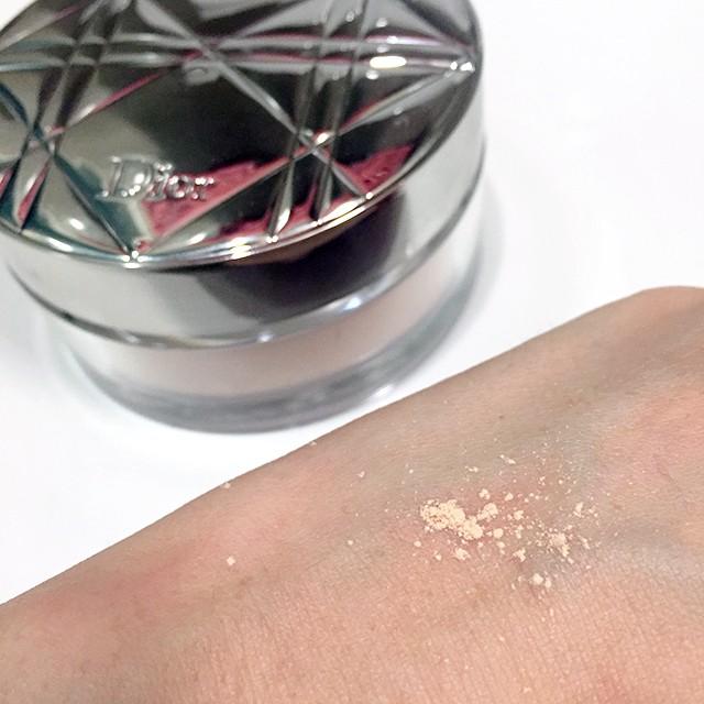 Diorskin Nude Air Loose Powder swatch