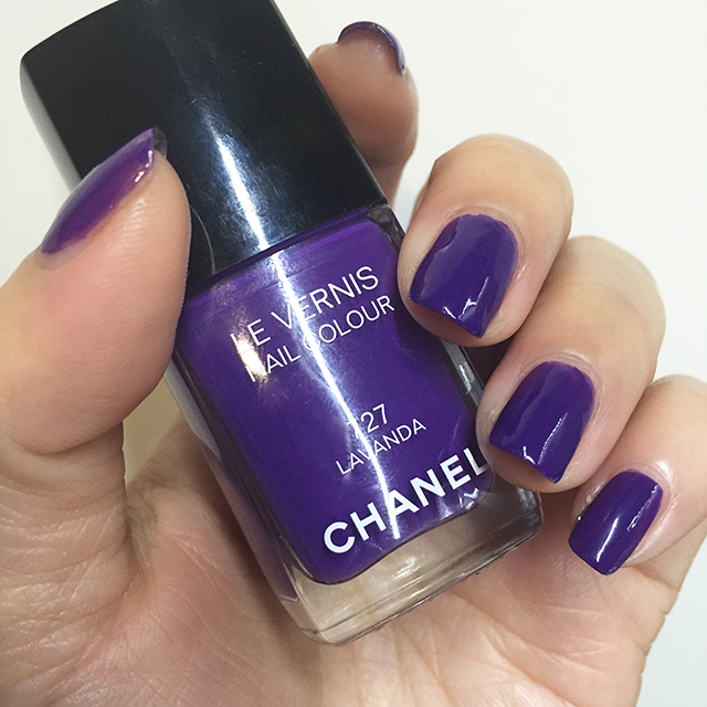 Chanel Le Vernis 727 Lavanda nails swatch