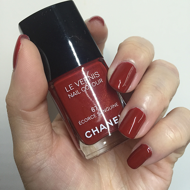 Chanel Le Vernis Ecorce Sanguine nail swatch