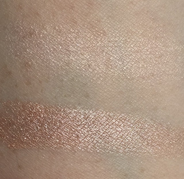 Tom Ford Moodlight Skin Illuminating Powder Duo swatches