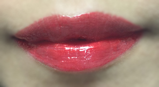 Shu Uemura x Maison Kitsune Laque Sparkler Plum Shimmer lip swatch