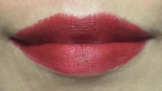 Estee Lauder Pure Color Envy Matte Irrepressible lip swatch