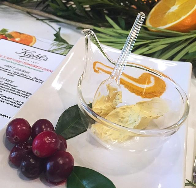 Kiehls Tumeric Cranberry Seed Energizing Radiance Masque
