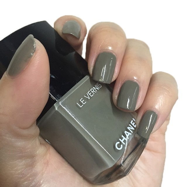 Chanel Le Vernis Longwear Garconne nail swatch