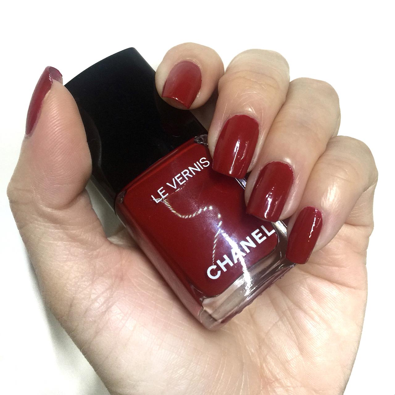 Chanel Le Vernis 528 Rouge Puissant