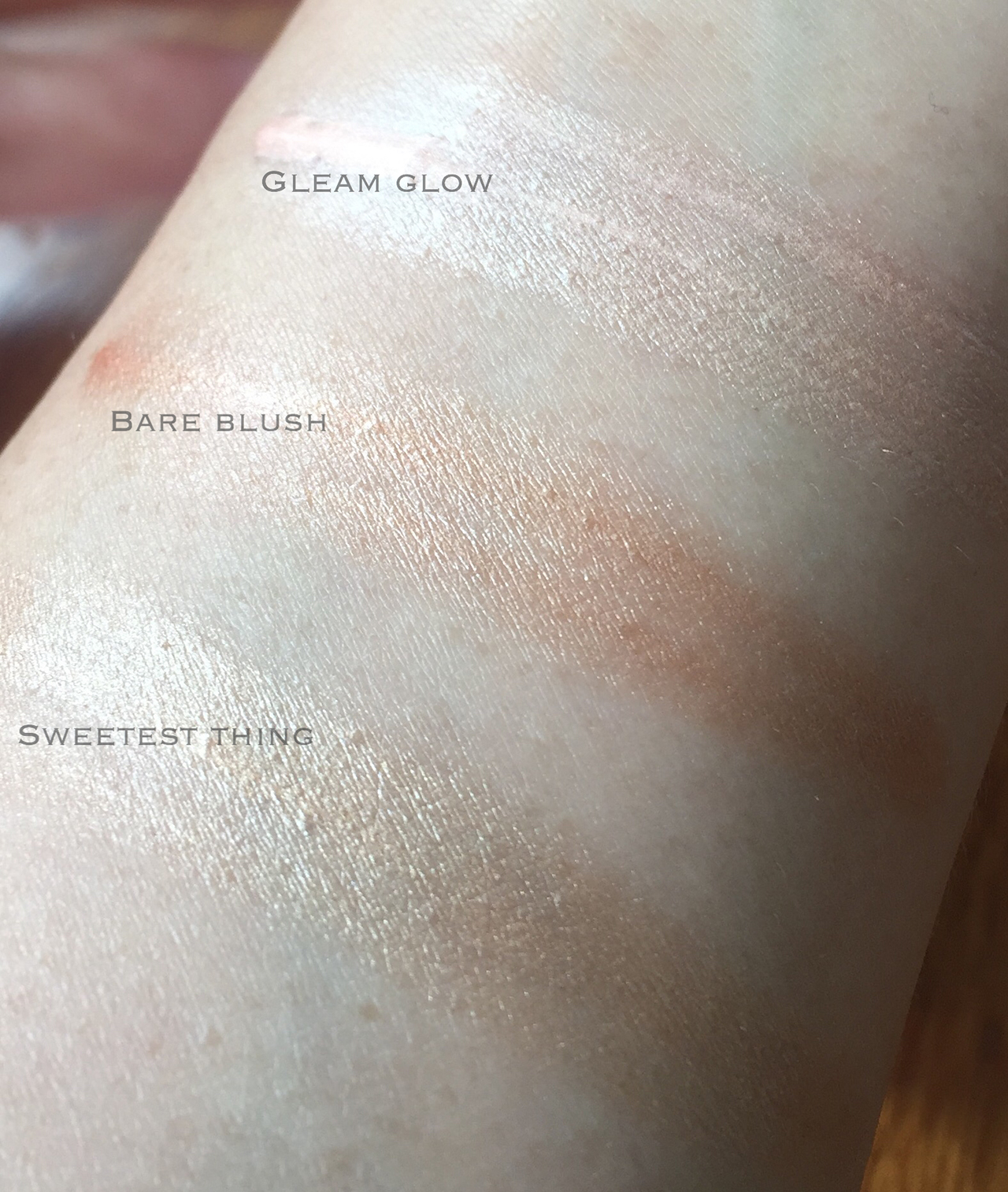 Estee Lauder Genuine Glow Eyelighting Creme for Eyes and Face swatches