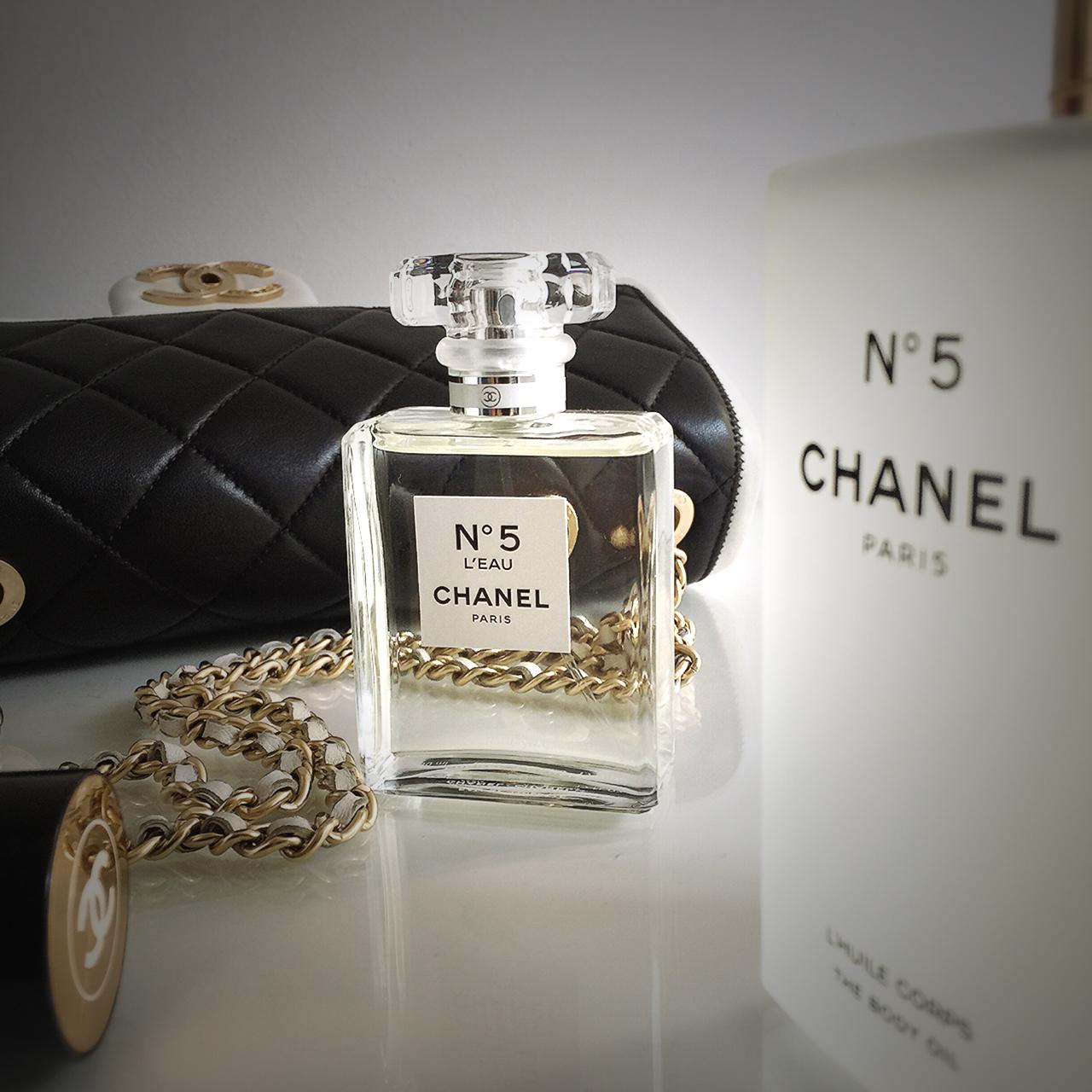 chanel n 5 l eau the body oil. Black Bedroom Furniture Sets. Home Design Ideas