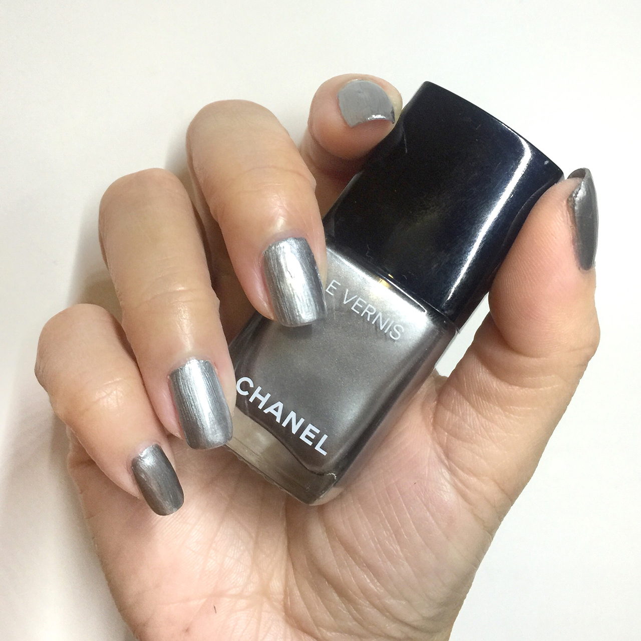 Chanel Le Vernis Liquid Mirror nail swatch