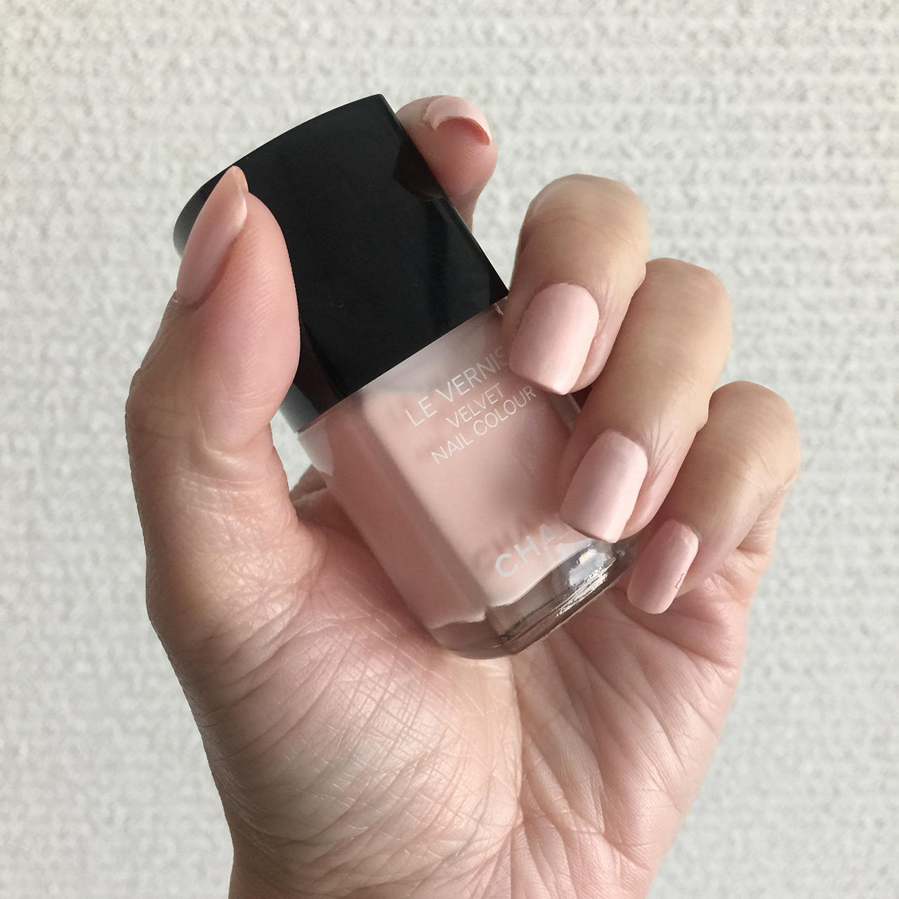 Chanel Le Vernis Velvet Pink Rubber nail swatch