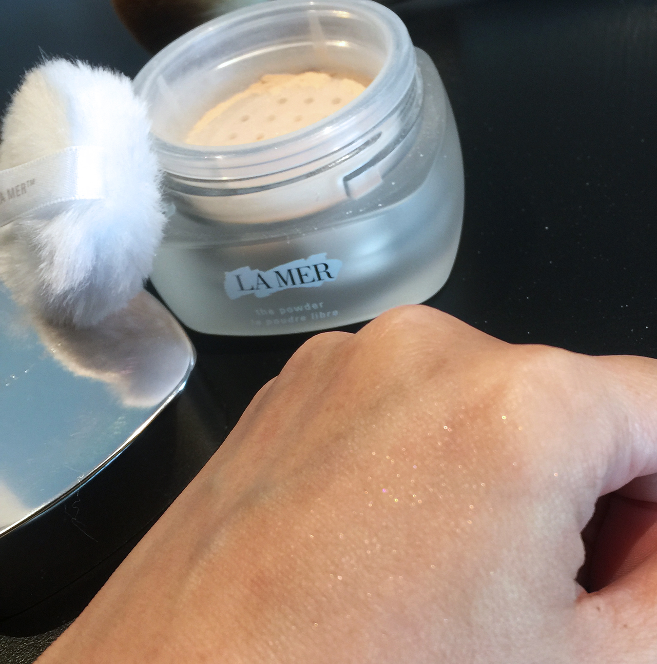 La Mer The Powder swatch