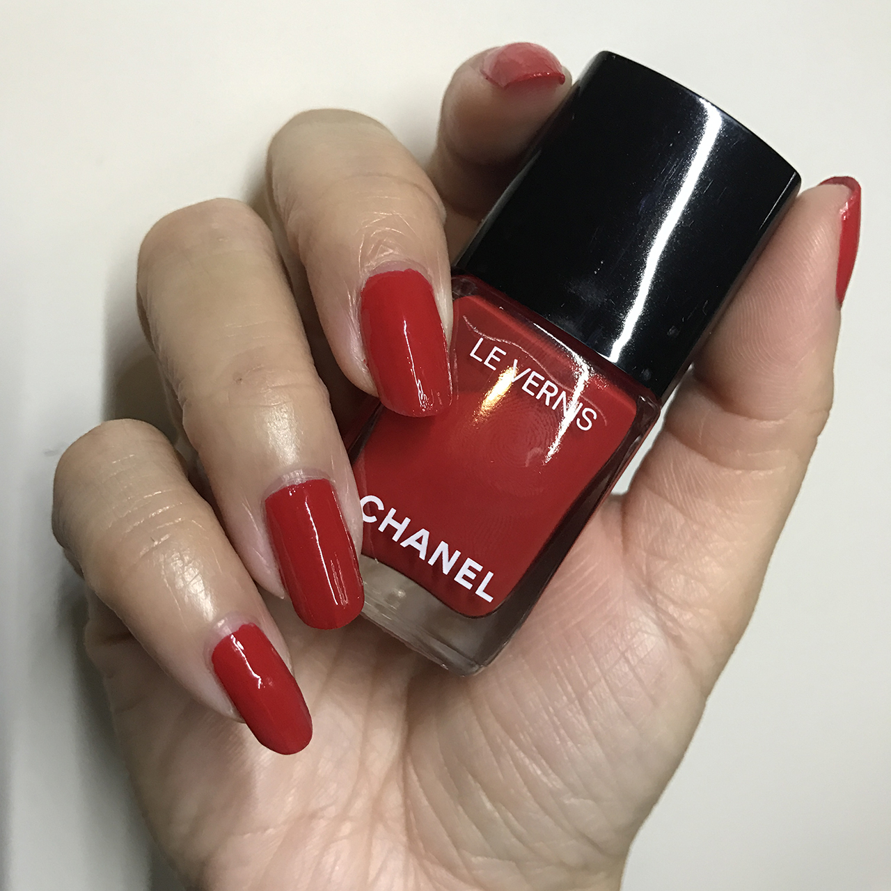 Chanel Le Vernis Rouge Red nail swatch