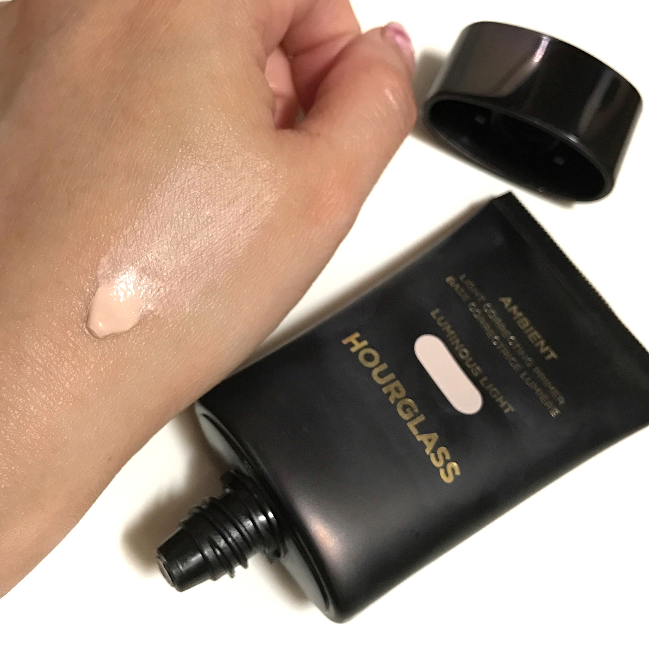 Hourglass Ambient Light Correcting Primer in Luminous Light swatch