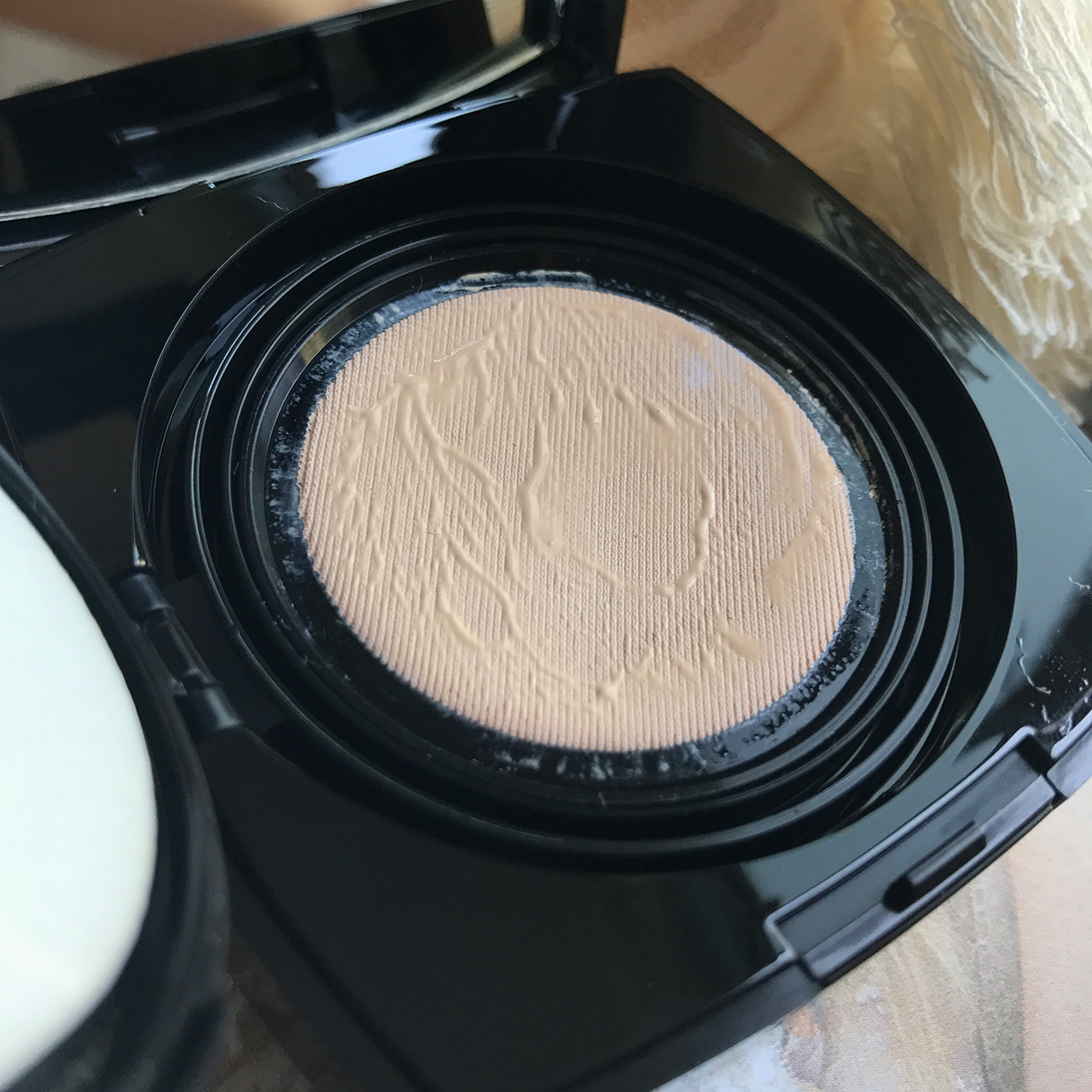Chanel Les Beiges Healthy Glow Gel Touch Foundation closeup
