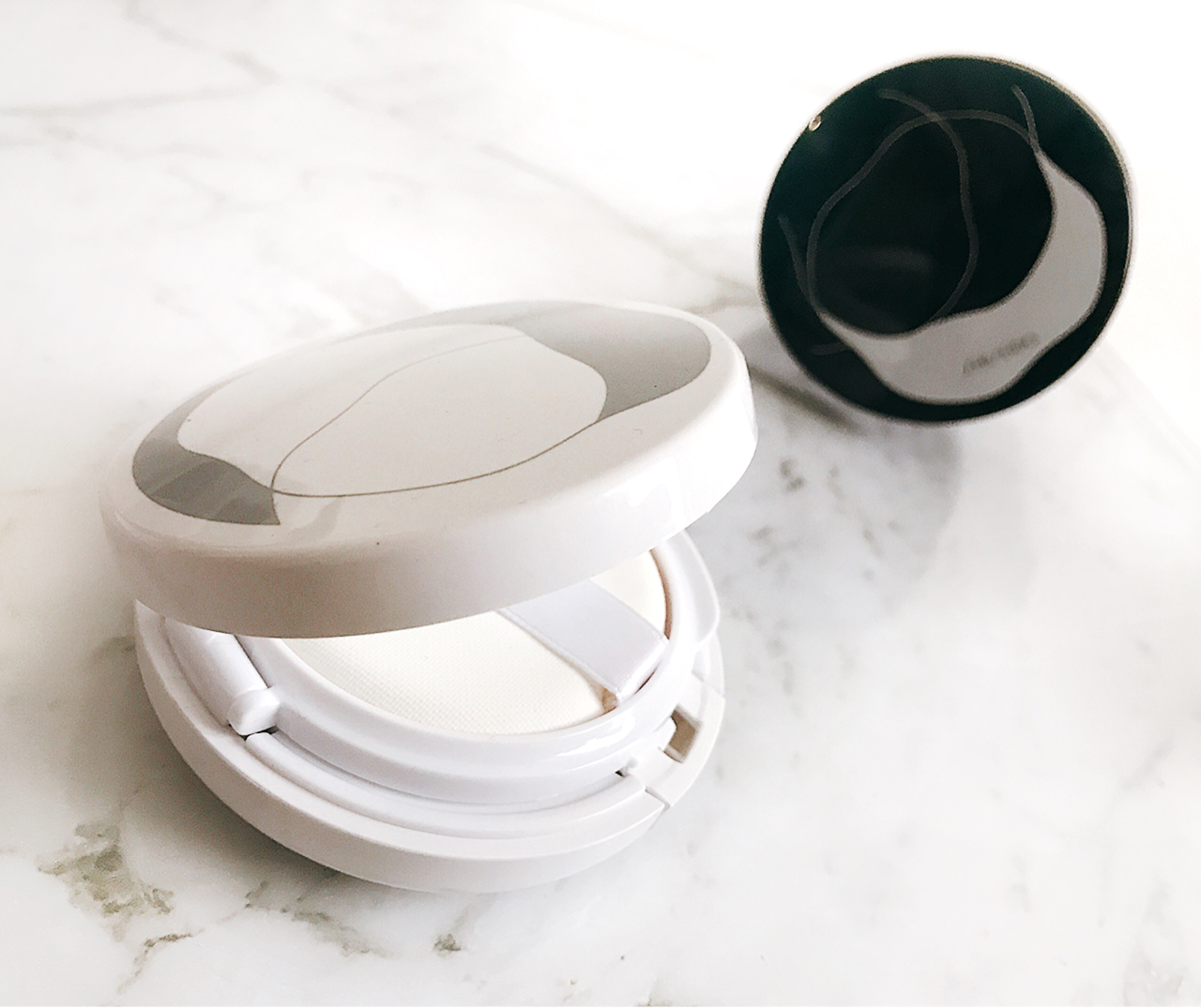 Shiseido Synchro Skin White Cushion casing