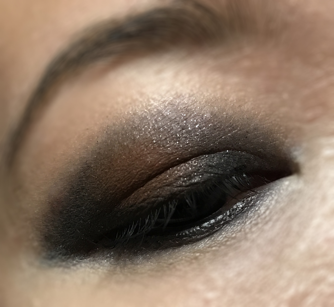 Victoria Beckham x Estee Lauder Saphir Orange Vif eye makeup look