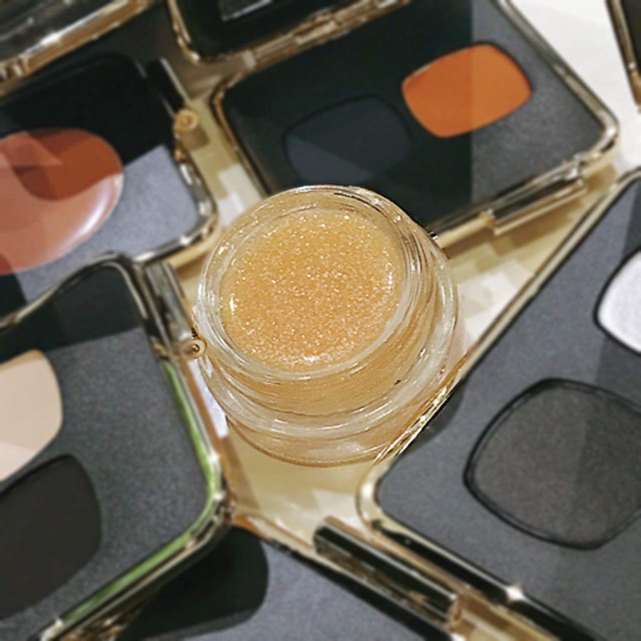 Victoria Beckham x Estee Lauder Aura Gloss in Honey