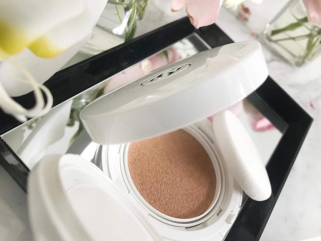 Chanel Le Blanc Oil in Cream Compact Foundation