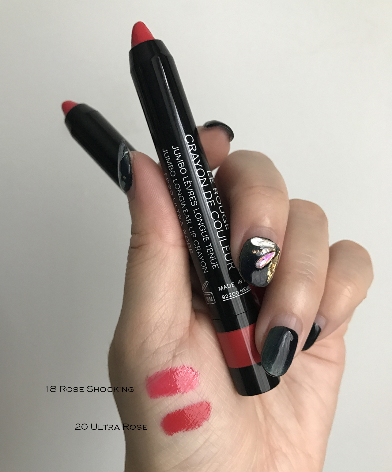 Chanel Le Rouge Crayon de Couleur swatches