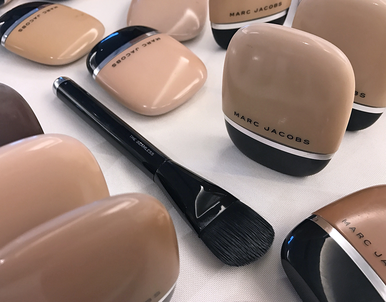Marc Jacobs Beauty The Seamless brush