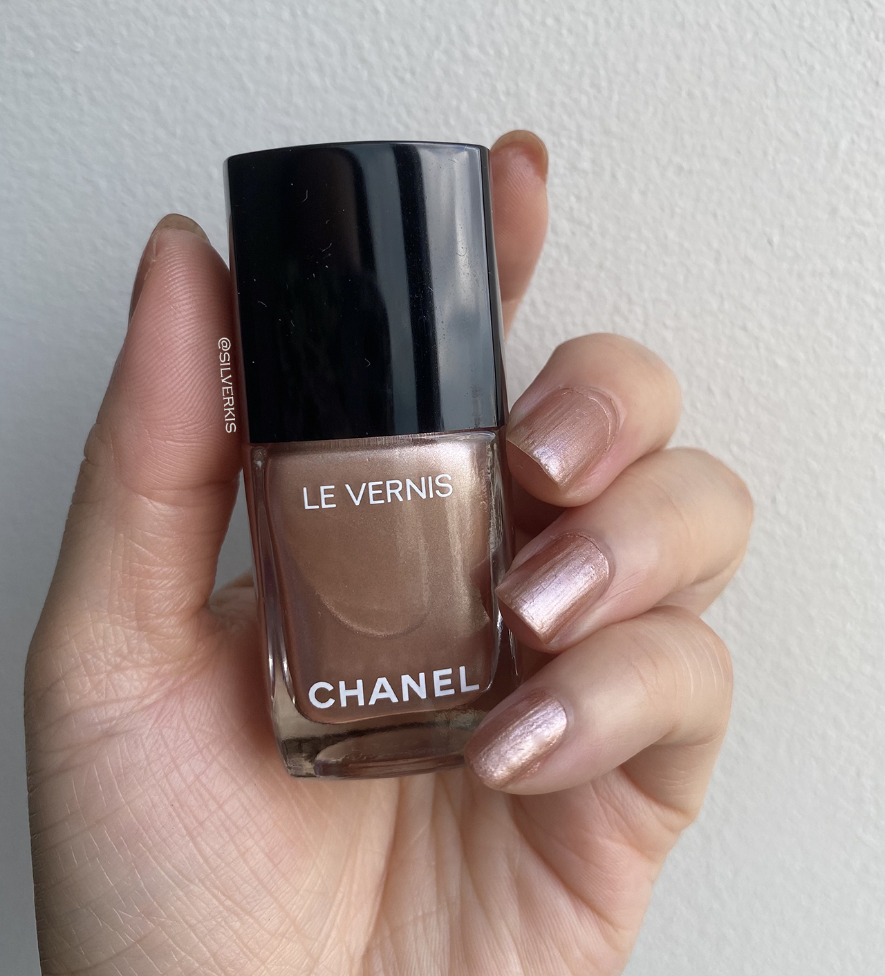 Chanel Le Vernis Sunlight nail swatches